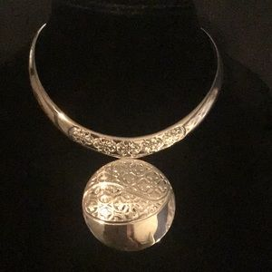NEW / ABSOLUTELY STUNNING STERLING SILVER COLLAR